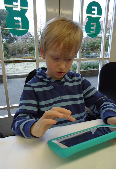 child tests 4g Robin Android Tablet from EE
