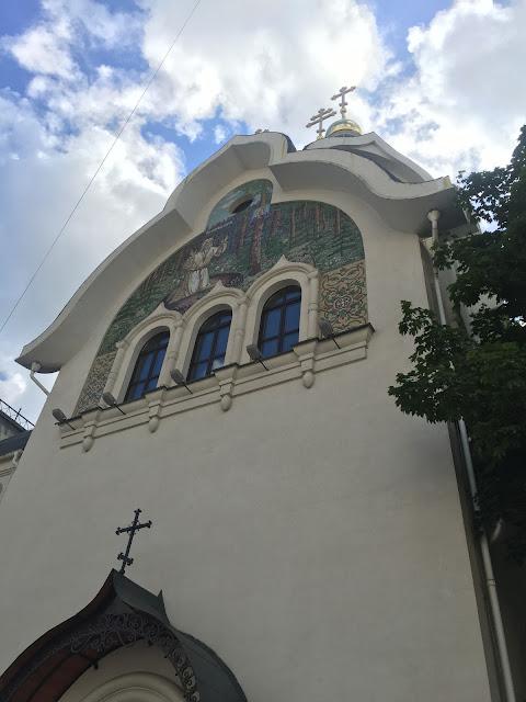 На фото - вид на храм с проспекта Мира
