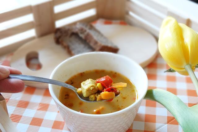 zupa z papryką, ziemniakami i kurczakiem