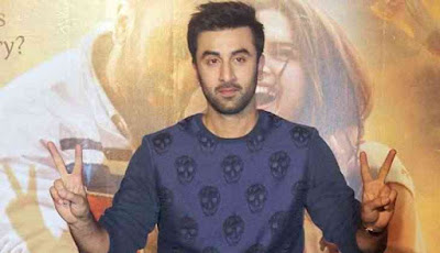ranbir-wants-rs-5000-reward-for-suggesting-title-of-srk-film