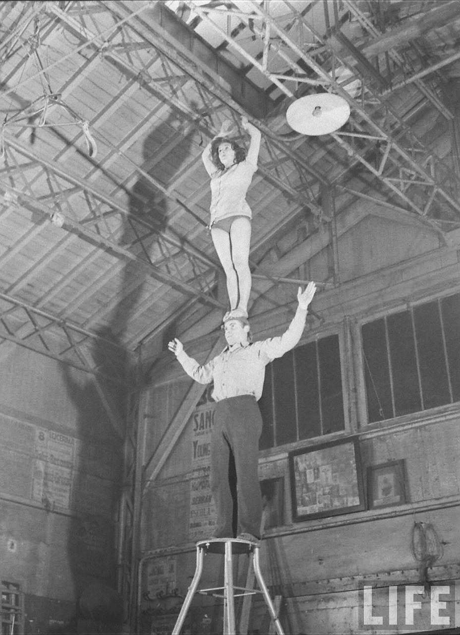 candid photographs capture inside gymnase saulnier a school for acrobats in paris in 1947. Black Bedroom Furniture Sets. Home Design Ideas