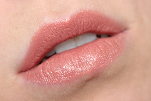 Charlotte Tilbury K.I.S.S.I.N.G Lipstick In 'Bitch Perfect'