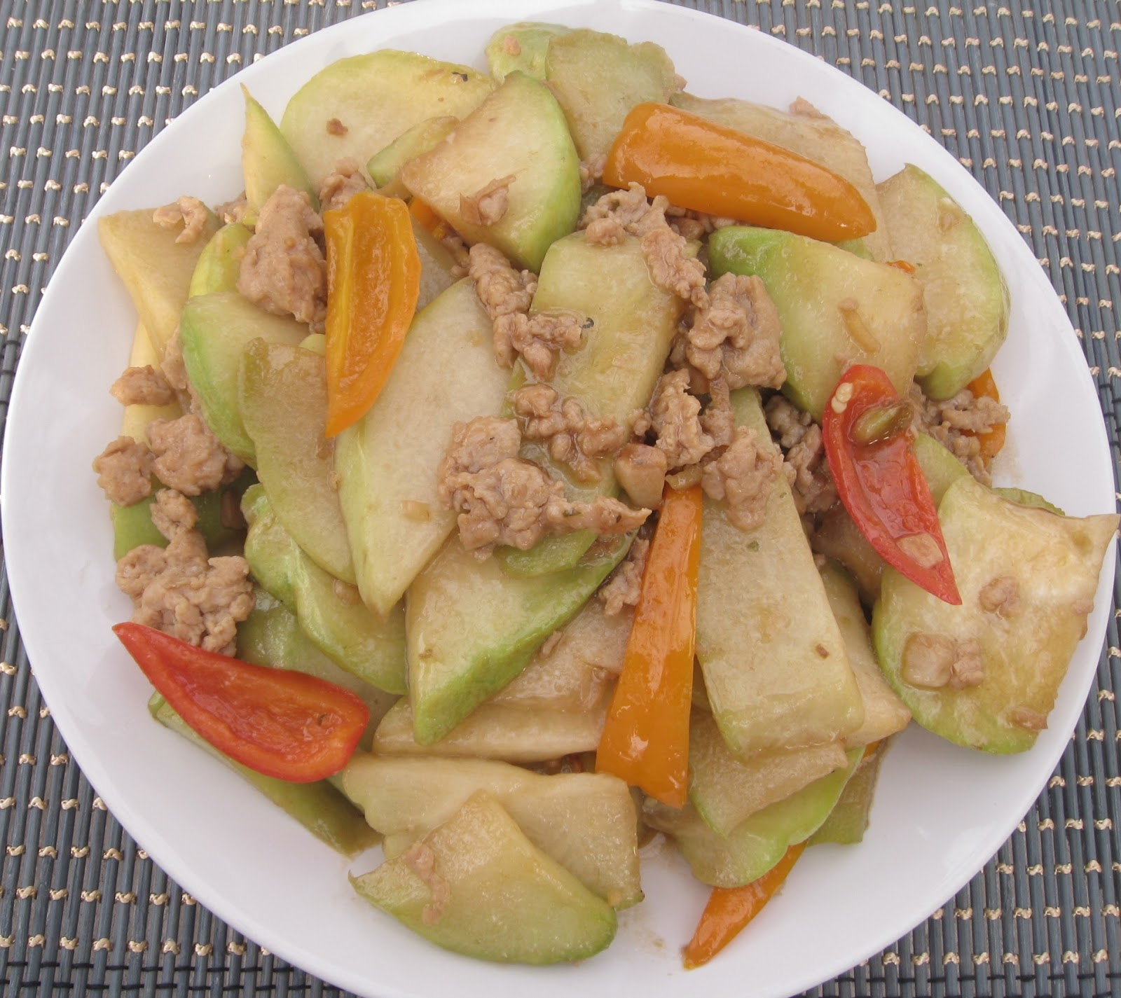 My Asian Kitchen: Stir-fry Chayote with Minced Chicken in