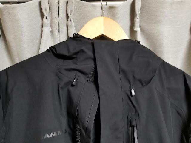 MAMMUTのアヤコ プロ HSフーデッドジャケットのチンガードの画像