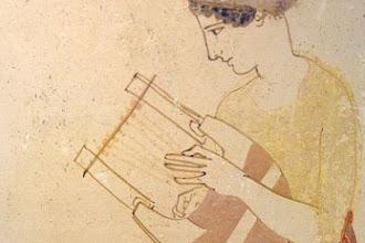 Κατασκευάζει πιστές απομιμήσεις αρχαίων οργάνων