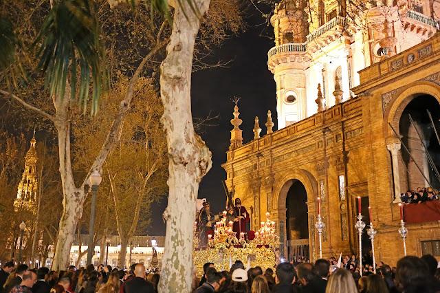 Nuestro Padre Jesús de la Victoria por la plaza de España