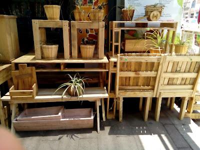 muebles-y-macetas-rústicas