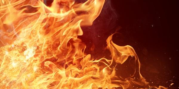 Durante confusão jovem ateia fogo nas roupas na própria irmã