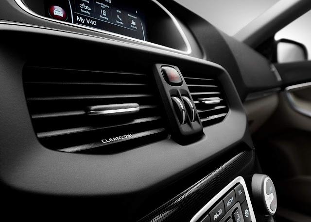 Volvo V40 2017 - interior