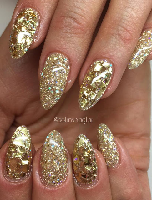 Gold nailart design