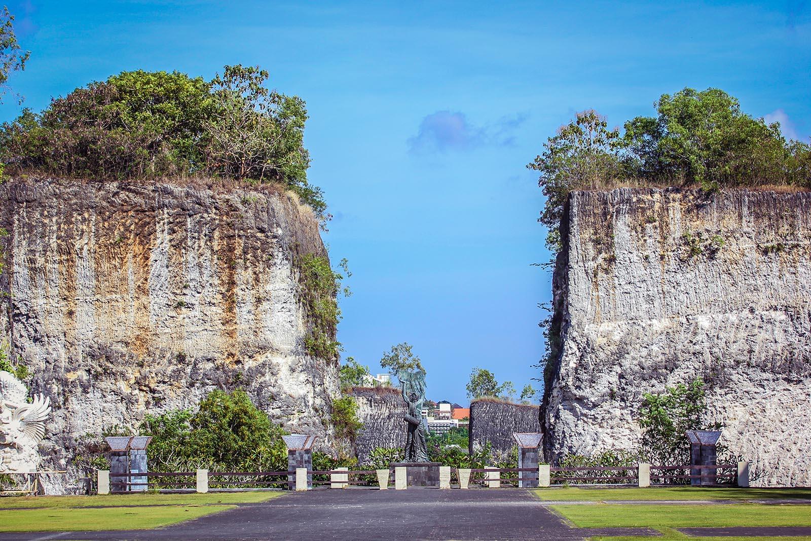 Garudha Wisnu Kencana Cliff Bali
