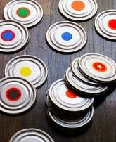http://manualidades.cuidadoinfantil.net/como-hacer-un-juego-de-memoria-con-latas.html