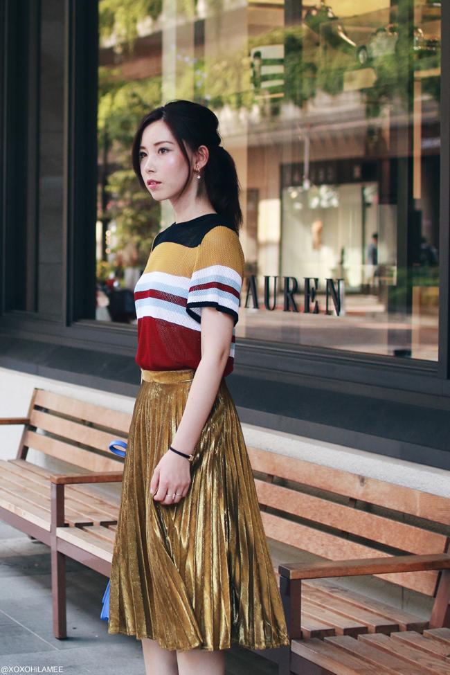 ファッションブロガー日本人、今日のコーデ、SheIn:マルチカラーストライプニットトップ、ゴールドプリーツサンダル、ZARAブルーバッグ、ホワイト細ストラップサンダル、カラフルフェミニンコーデ