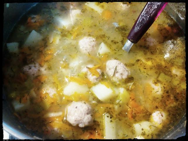 Zupa jarzynowa z pulpecikami zupa warzywna z klopsikami zupa z jarzyn z miesnymi kuleczkami