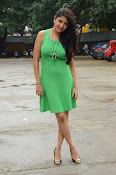 Poonam Kaur latest sizzling photos-thumbnail-18