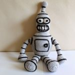 http://pinkmouseboutique1.blogspot.com.es/2014/09/bender-from-futurama-crochet-pattern.html