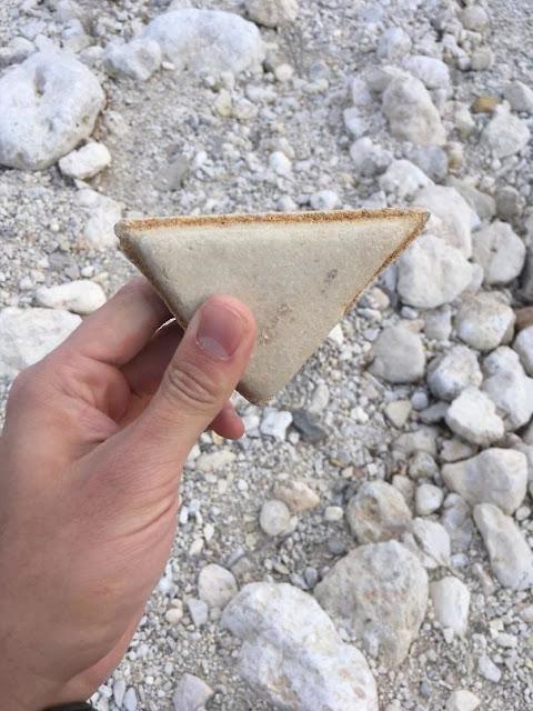Esta pedra parece um sanduíche de queijo grelhado