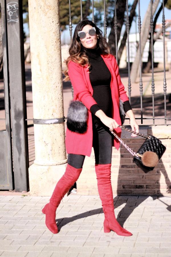 Moda embarazada, stylo pregnancy, botas altas rojas, botas altas, abrigo rojo