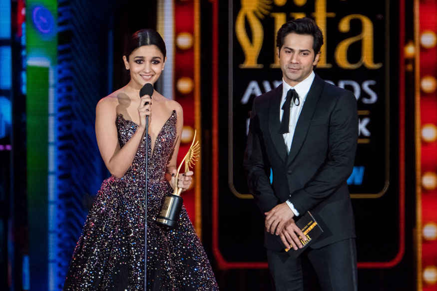 Alia Bhatt Accepts Her Award at 2017 IIFA Awards at MetLife Stadium