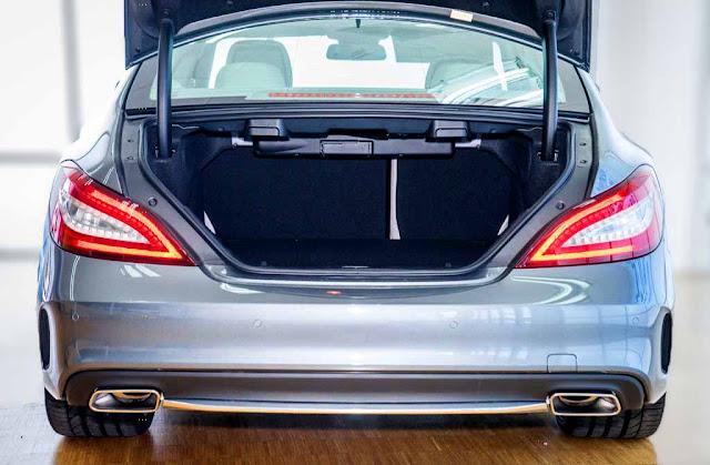 Cốp sau Mercedes CLS 400 2017 thiết kế rộng rãi với tính năng mở cốp bằng chân