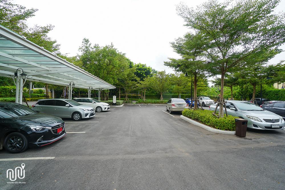 ที่จอดรถของโรงแรม U Khao Yai