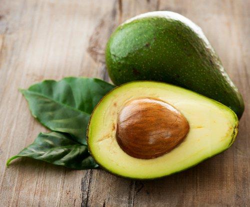 Avocat et de l'huile de noix de coco
