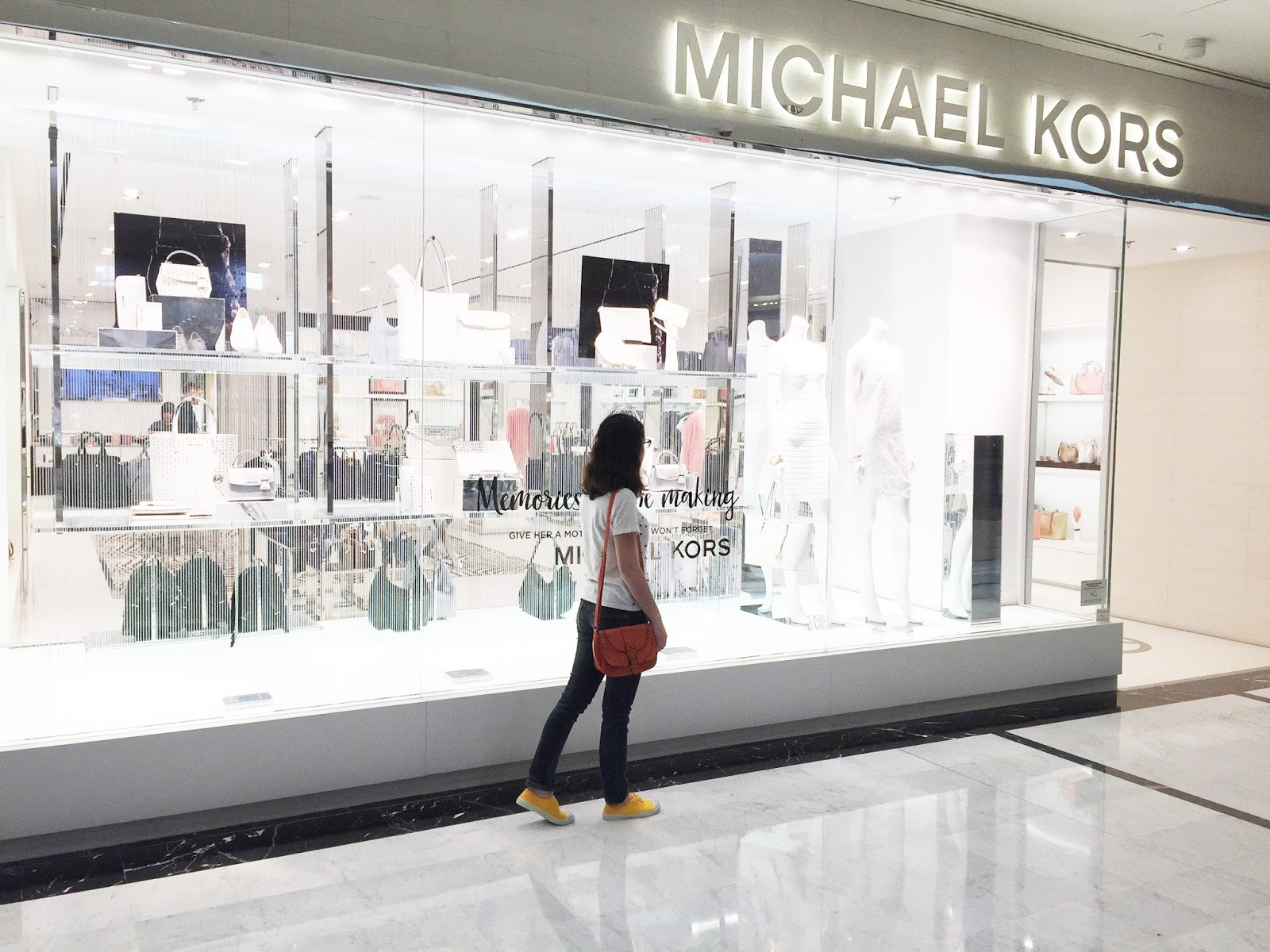shopping centre commercial parly 2 le chesnay versailles ambassadeurParly2 ambassadrice achat magasin 78 yvelines michael kors vitrine sac maroquinerie