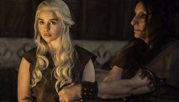 Emilia Clarke fala sobre sua poderosa cena final de Game of Thrones