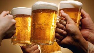 Πώς πρέπει να πίνουμε την μπύρα, με αφρό ή χωρίς αφρό και γιατί...