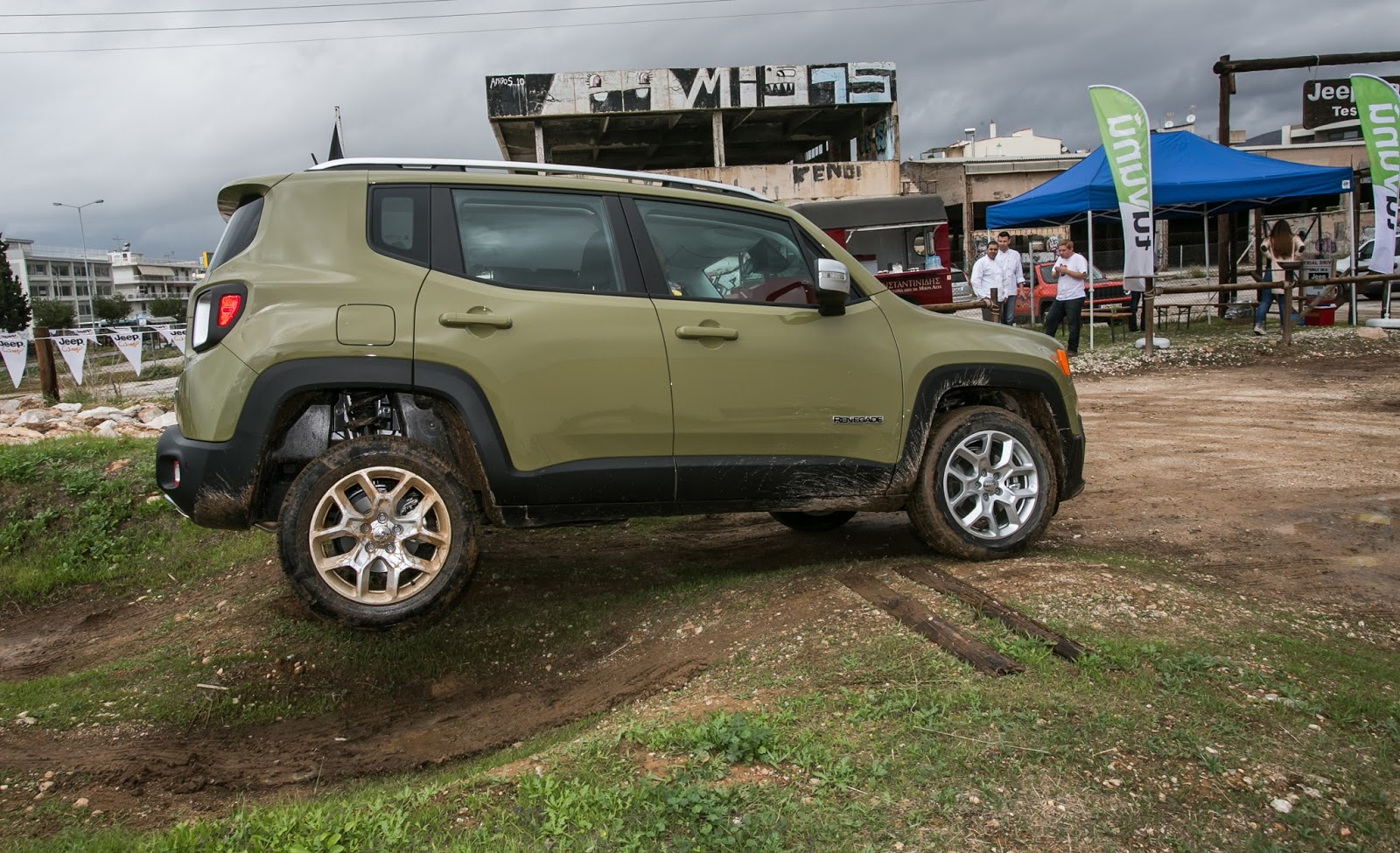 JEEP%2BCAMP GK 0427 Πετάμε ένα Jeep Renegade σε λάσπες, πέτρες, άμμο, λίμνες. Θα τα καταφέρει;