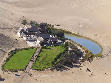 El Lago de Dunhuang en China, ganando terreno al desierto