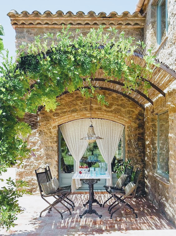 Decor and Recipes Outdoor Dining, Provence - Cool Chic Style Fashion