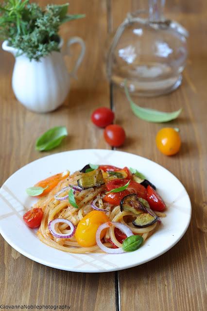 Spaghetti con melanzane e pomodorini datterini