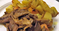 Μαριναρισμένα πλευρώτους με πατάτες φούρνου  - by https://syntages-faghtwn.blogspot.gr