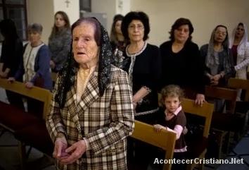 Cristianos sirios en una iglesia