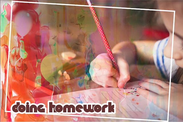 Membantu Anak mengerjakan PR
