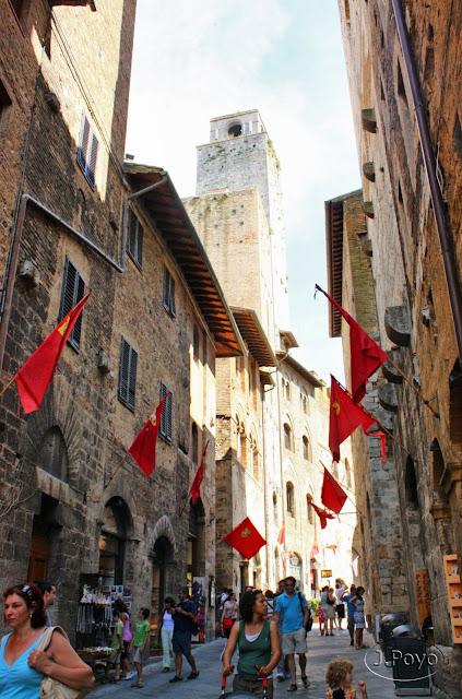 Calles y torres de San Gimignano, Toscana. Italia