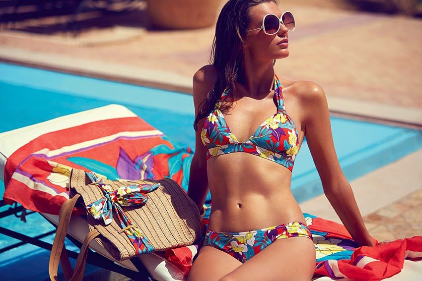 13adb1db394 This bikini from the Dolce Vita range by Huit is colourful and it just  makes you feel on holiday even if you did not unwrap it yet from its bag.