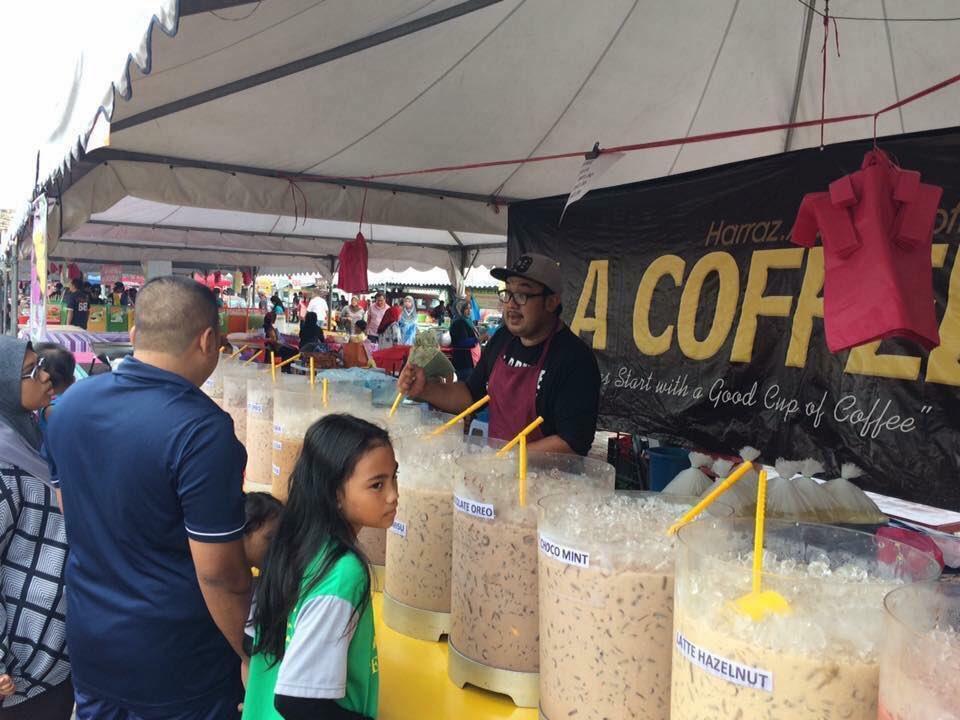 Viral Gerai Air Puluhan Jenis di Bazar Batu Gajah, Perak