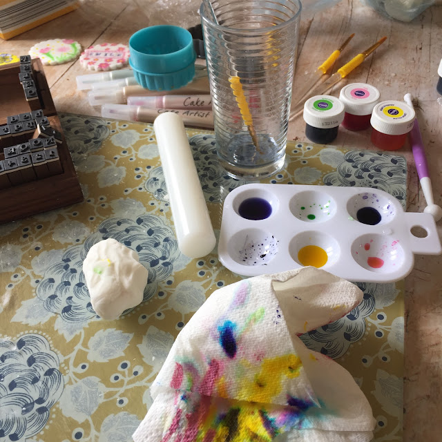 decorating biscuits with edible watercolour