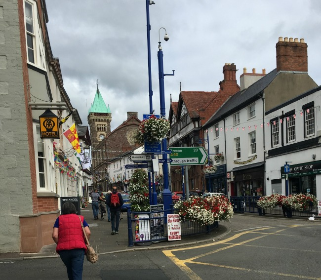 Abergavenny-castle-a-toddler-explores-image of-Cross-Street