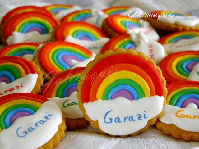 galletas decoradas en glasa arcoíris y nube
