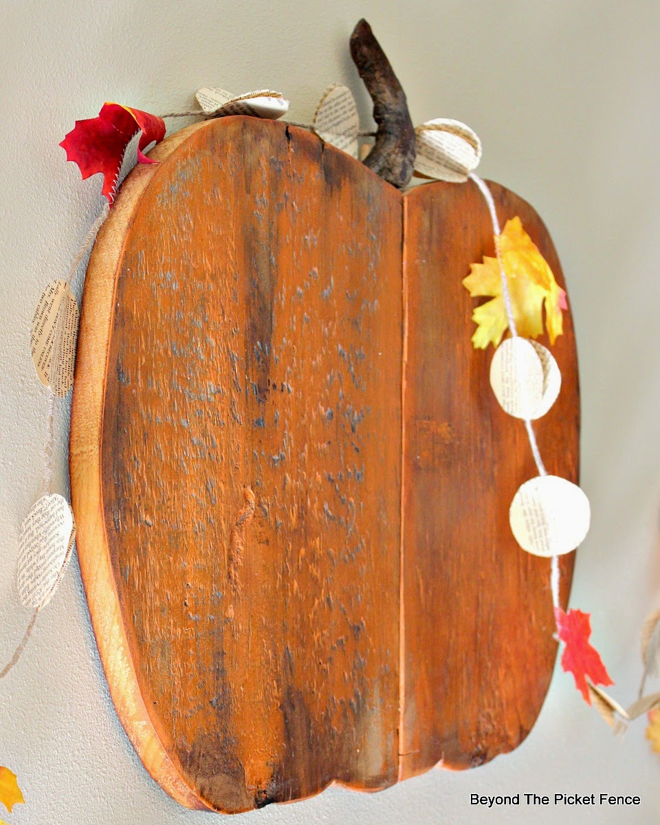 reclaimed wood pumpkin http://bec4-beyondthepicketfence.blogspot.com/2014/10/pumpkin-leftovers.html