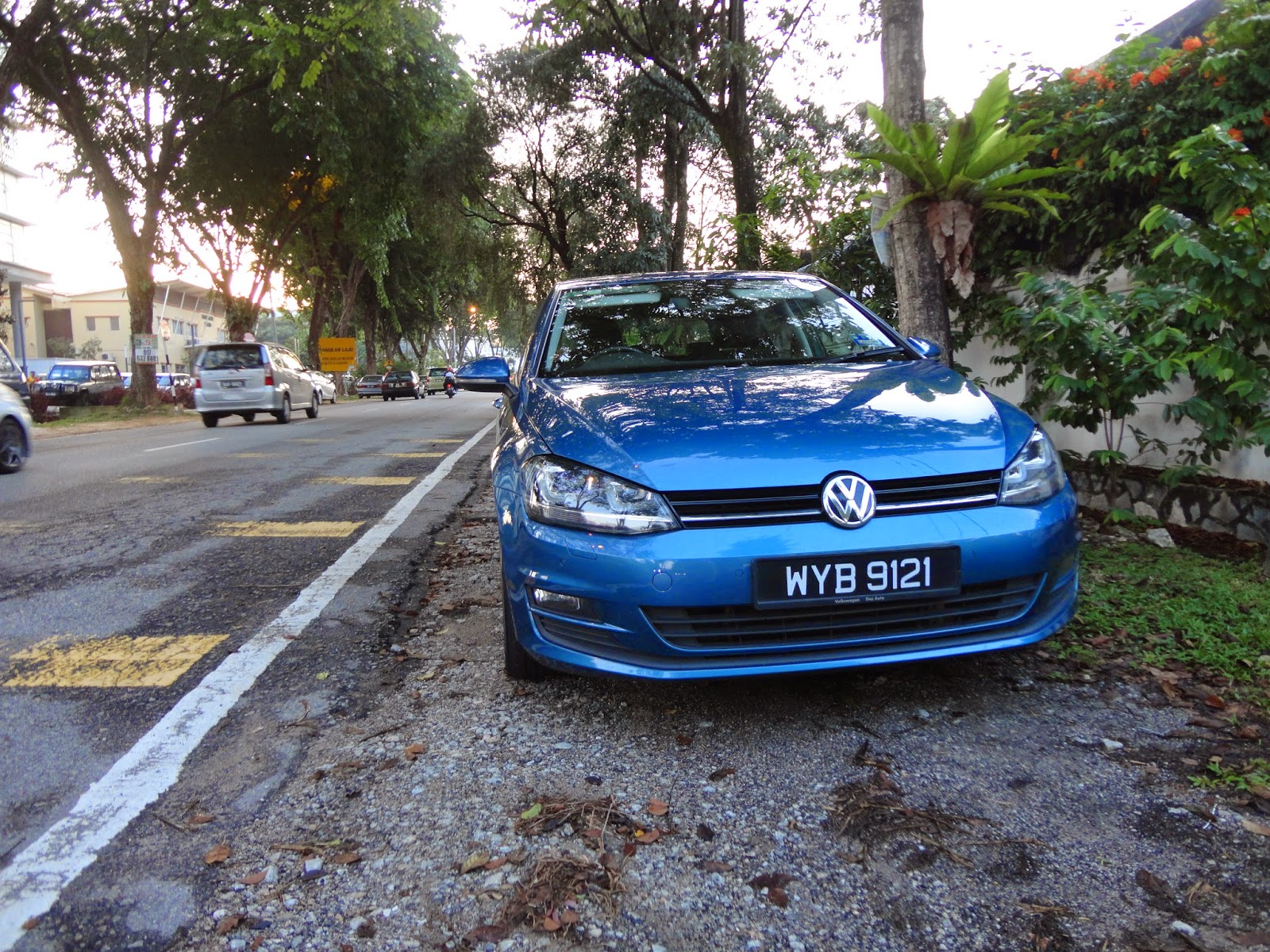Motoring malaysia test drive the volkswagen golf 1 4tsi mk7 the mr spock of hatchbacks