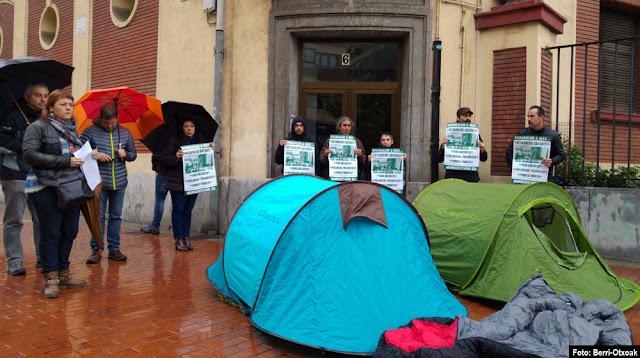 Protesta ante viviendas municipales desahuciadas