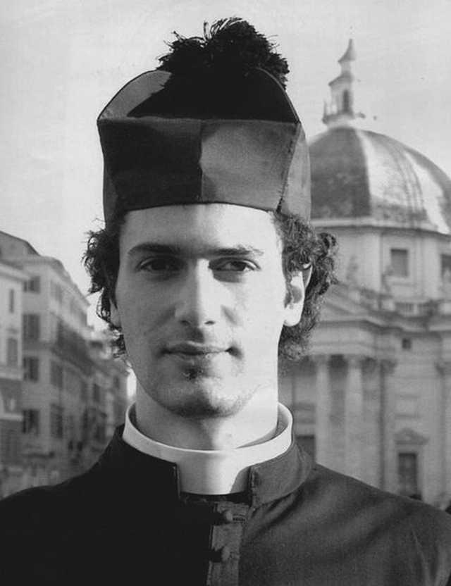 Calendario Curas Vaticano 2019.Husmeando Por La Red Los Jovenes Sacerdotes Del Calendario