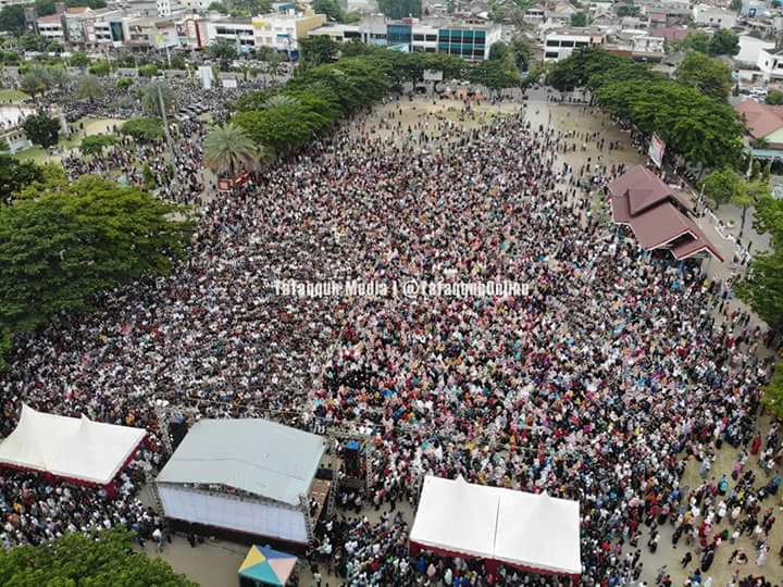 Terjadi Saat Ustadz Somad di Lhokseumawe, Netizen: Kubu Sebelah Kejang-Kejang