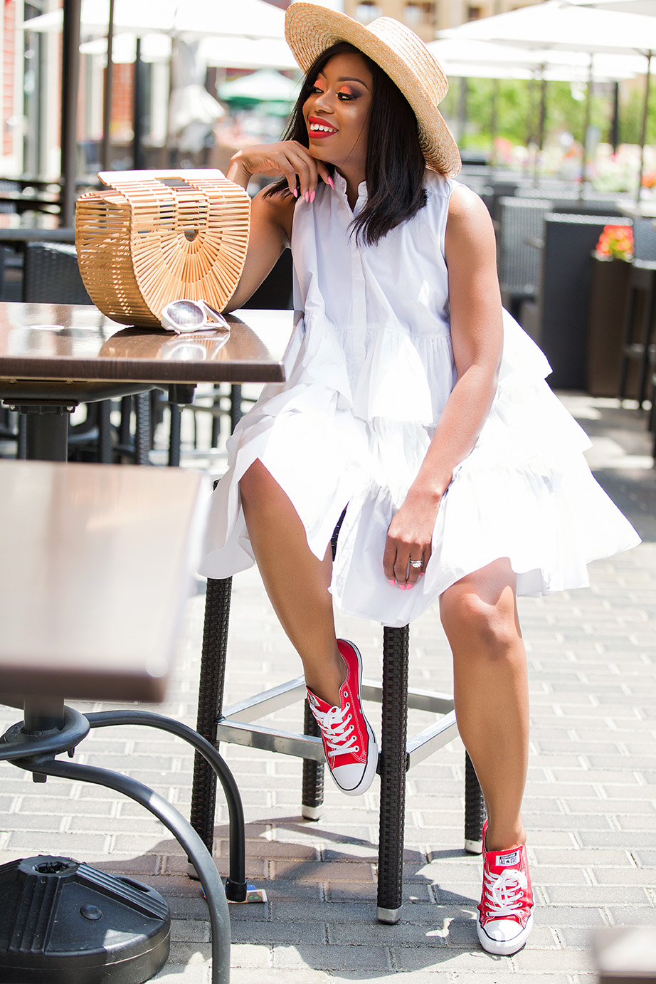 white oversize shirt dress and converse, www.jadore-fashion.com