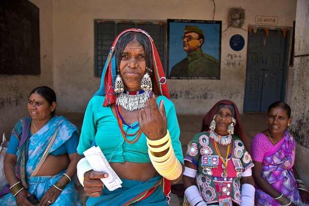 छिटपुट हिंसा के बीच पहले चरण का मतदान खत्म, त्रिपुरा और बंगाल में बम्पर वोटिंग