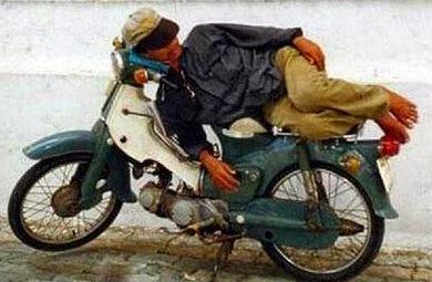 istirahat-di-kendaraan